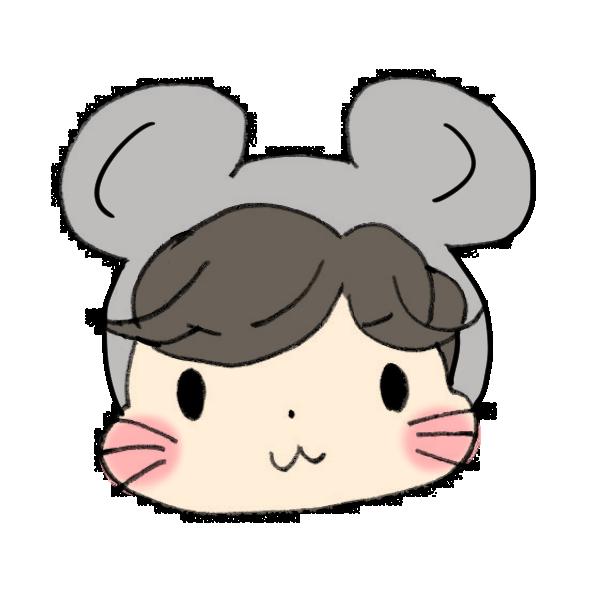 ネズミのフードをかぶる男の子のイラスト