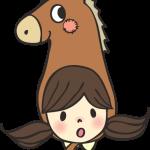 馬の帽子をかぶった女の子