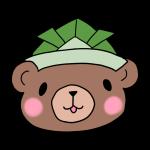 緑の兜をかぶるクマ