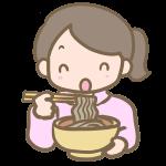 年越し蕎麦を食べる女の子