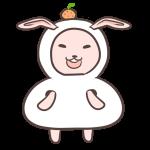 鏡餅の着ぐるみを着るウサギ