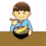 そばを食べる男の子