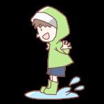 水たまりにジャンプする男の子