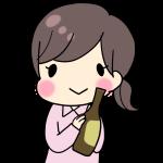 ビール瓶を持つ女性